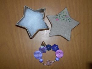 Star box and button-bracelet